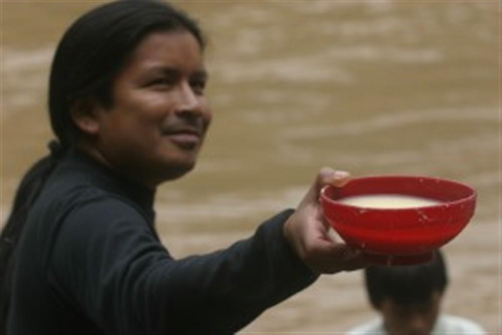 Sur le rio Bobonaza, la chicha est de rigueur